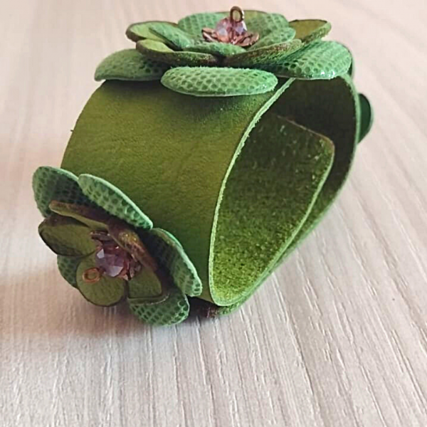 Leatherandstuds_bracciale_green_flowers_3